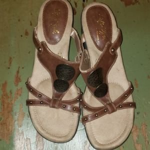 SOFT STYLE SANDALS SIZE 8.5 N